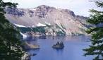 As montanhas são formas de relevo da superfície da Terra que, normalmente, se elevam para um topo estreito em forma de cume. Formam-se através de diversos processos geológicos, existindo quatro tipos de montanhas: vulcânicas, erodidas, falhadas e dobradas. </br></br> Palavra-chaves: montanhas, geologia, relevo.