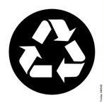 A embalagem é uma importante ferramenta de comunicação, que pode ser trabalhada como instrumento de Educação Ambiental. Por meio dos Símbolos de Reciclagem, o consumidor poderá identificar de maneira rápida e fácil que a embalagem é reciclável e que deve ser descartada seletivamente visando facilitar o seu encaminhamento para a indústria recicladora. <br /><br /> Palavras-chave: reciclado, reciclagem, lixo.