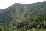 Consiste no movimento de rochas e sedimentos montanha abaixo principalmente devido à força da gravidade. <br /><br /> Palavras-chave: erosão, rochas, gravidade.