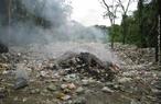 Mostra a degradação do ambiente através do lixo. <br /><br /> Palavras-chave: lixão, degradação, meio ambiente.