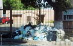 Uma das classificações adotadas para os tipos de lixo, é o lixo doméstico. Também chamado de lixo domiciliar ou residencial, é produzido pelas pessoas em suas residências. Constituído principalmente de restos de alimentos, embalagens plásticas, papéis em geral, plásticos, entre outros. <br /><br /> Palavras-chave: lixo doméstico, consumo, meio ambiente.