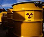 Uma das classificações adotadas para os tipos de lixo, é o lixo nuclear, também chamado atômico. São resultantes dos rejeitos radioativos provenientes de hospitais, usinas nucleares, centros de pesquisas, entre outros. Este material é resultado da atividade com elementos radioativos que emitem energia nuclear, como por exemplo, Urânio, Césio, Estrôncio, Iodo, Criptônio e Plutônio. Este lixo não pode ser reutilizado em razão dos isótopos radioativos, ou seja, não pode ser tratado como lixo comum. <br /><br /> Palavras-chave: lixo nuclear, energia, radioatividade, meio ambiente.